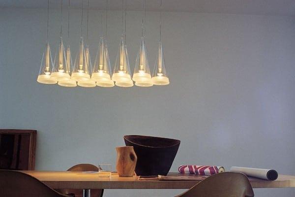 En Fuchsia 12 er en af de dyre pendel lamper til spisebordet
