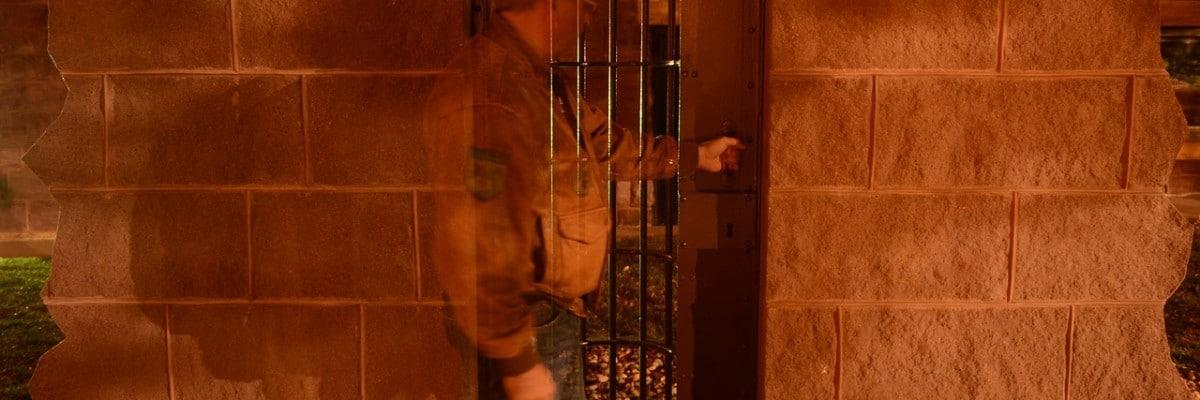 Mindsk risikoen for indbrud med en boligalarm og et udendørs overvågningskamera