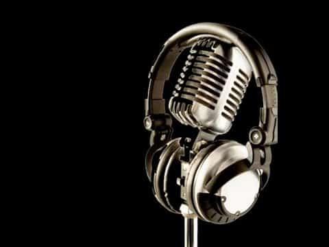 Hovedtelefoner, høretelefoner, hørebøffer…. Hvad hedder de egentligt