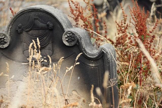 Vær opmærksom på reglerne for begravelse, når du melder dig ud af Folkekirken